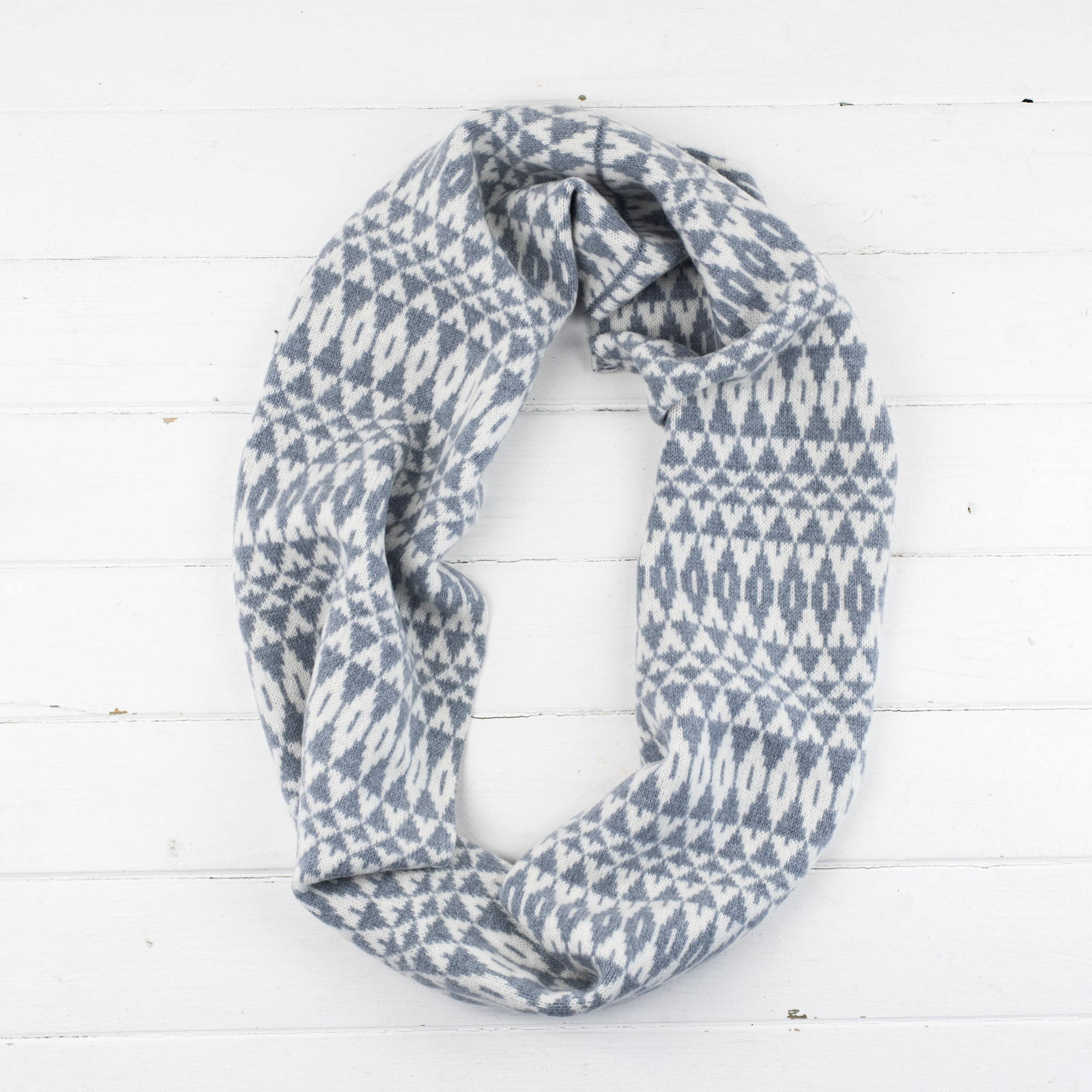 SAMPLE SALE Mirror circle scarf - seal and white