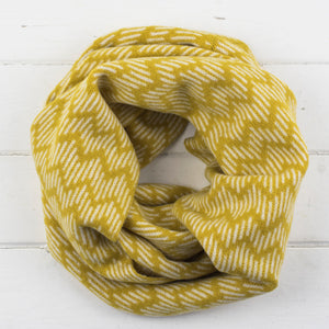 Zig zag circle scarf - piccalilli and cream