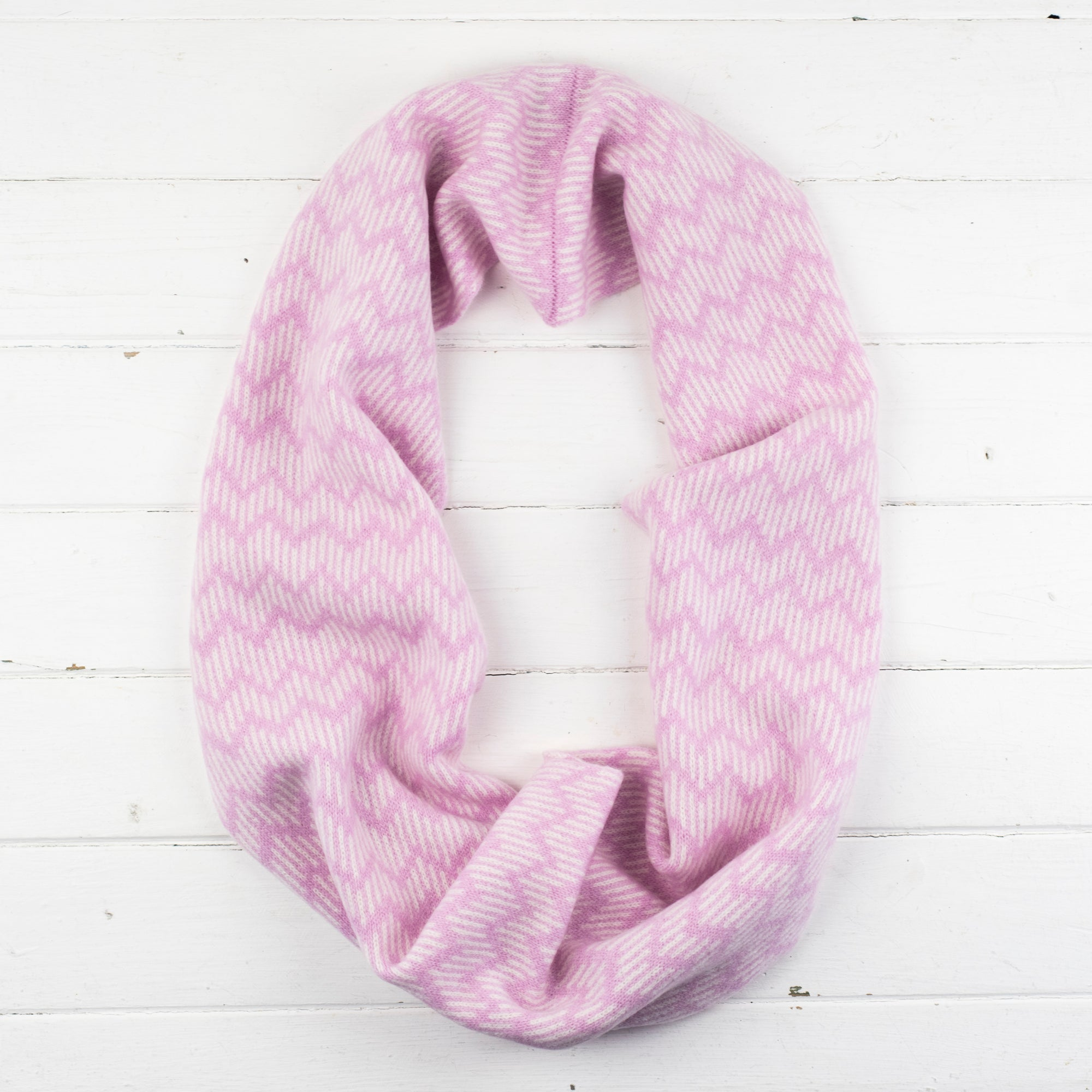 SAMPLE SALE Zig zag circle scarf - pink and white