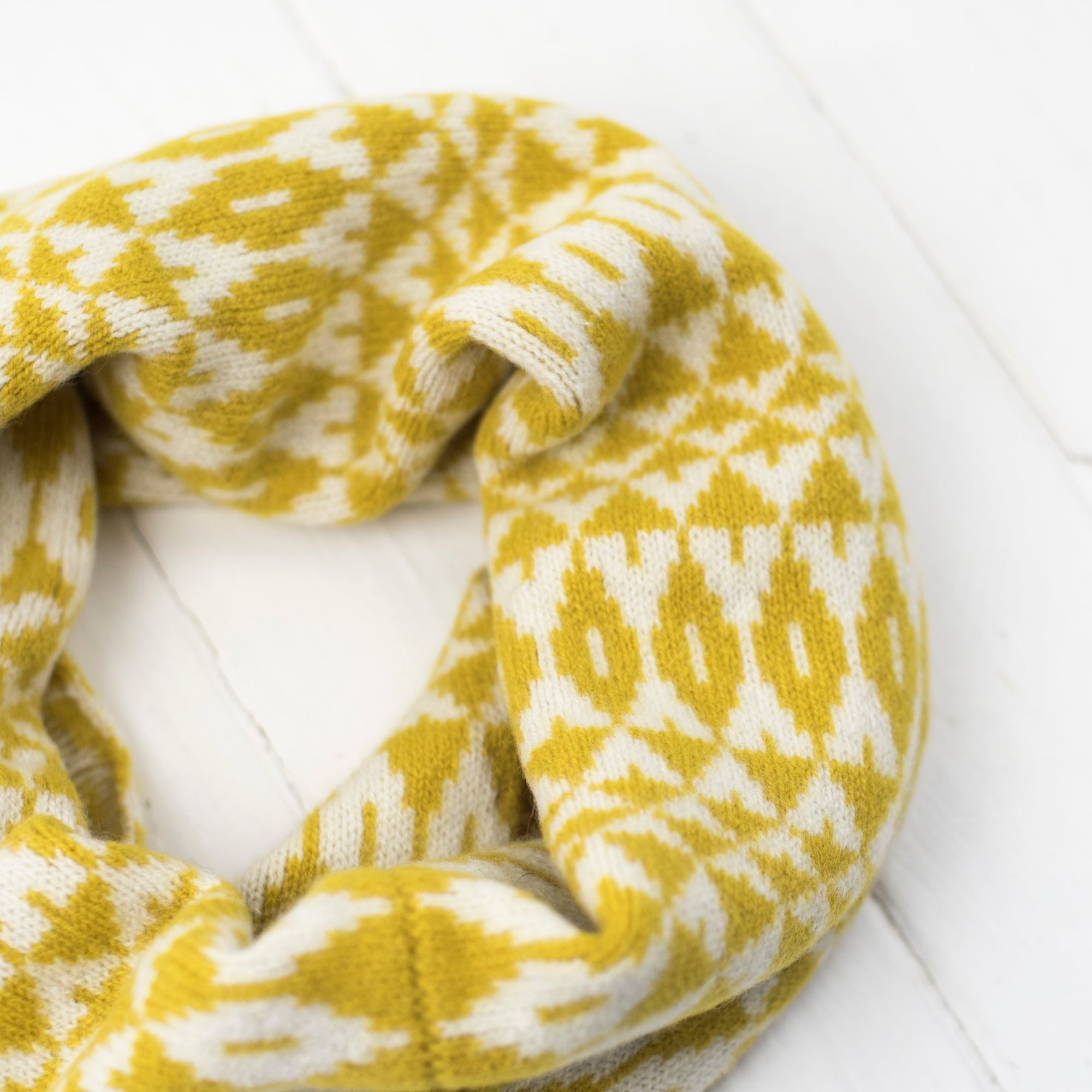 Mirror snood / cowl - piccalilli and cream