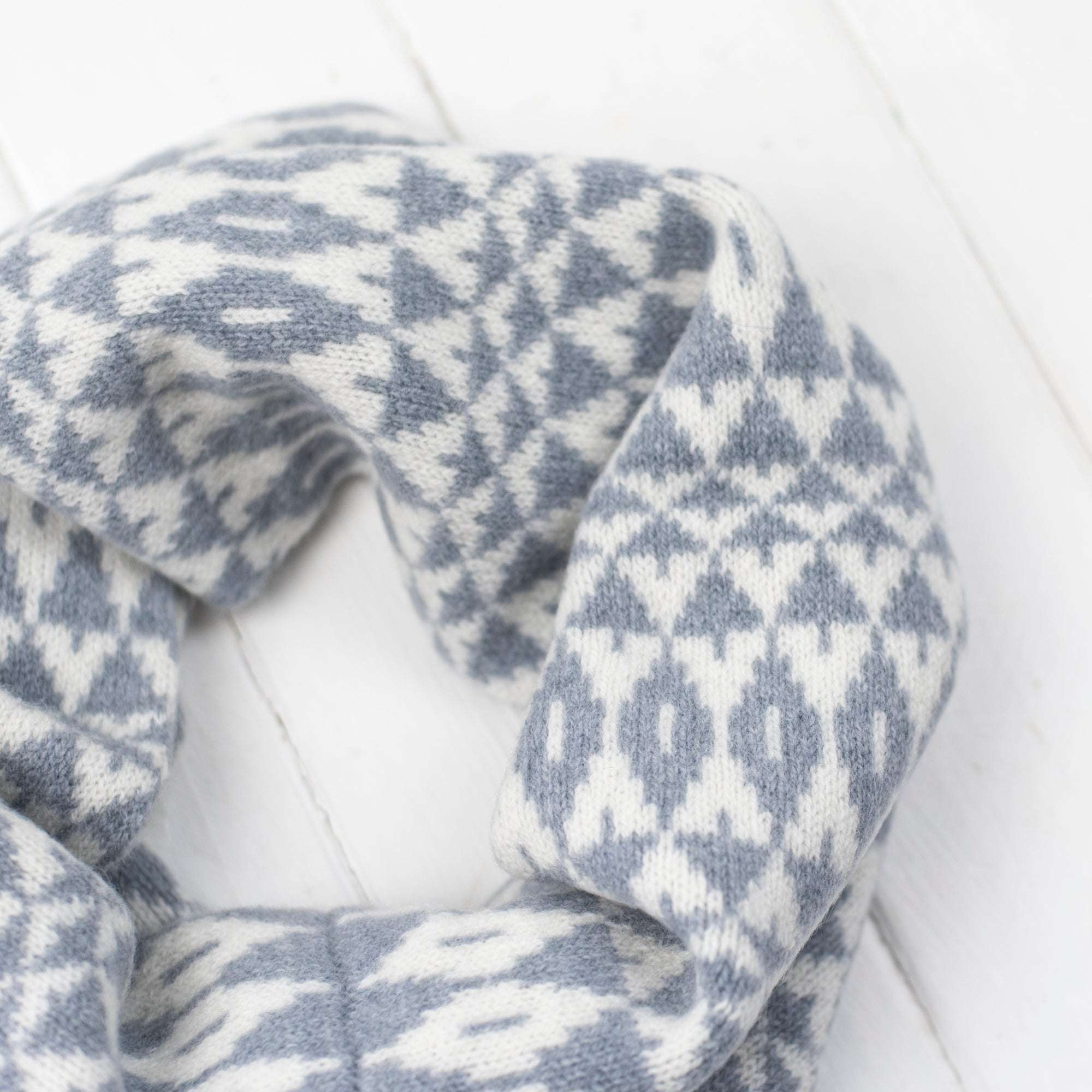Mirror snood / cowl - seal and white