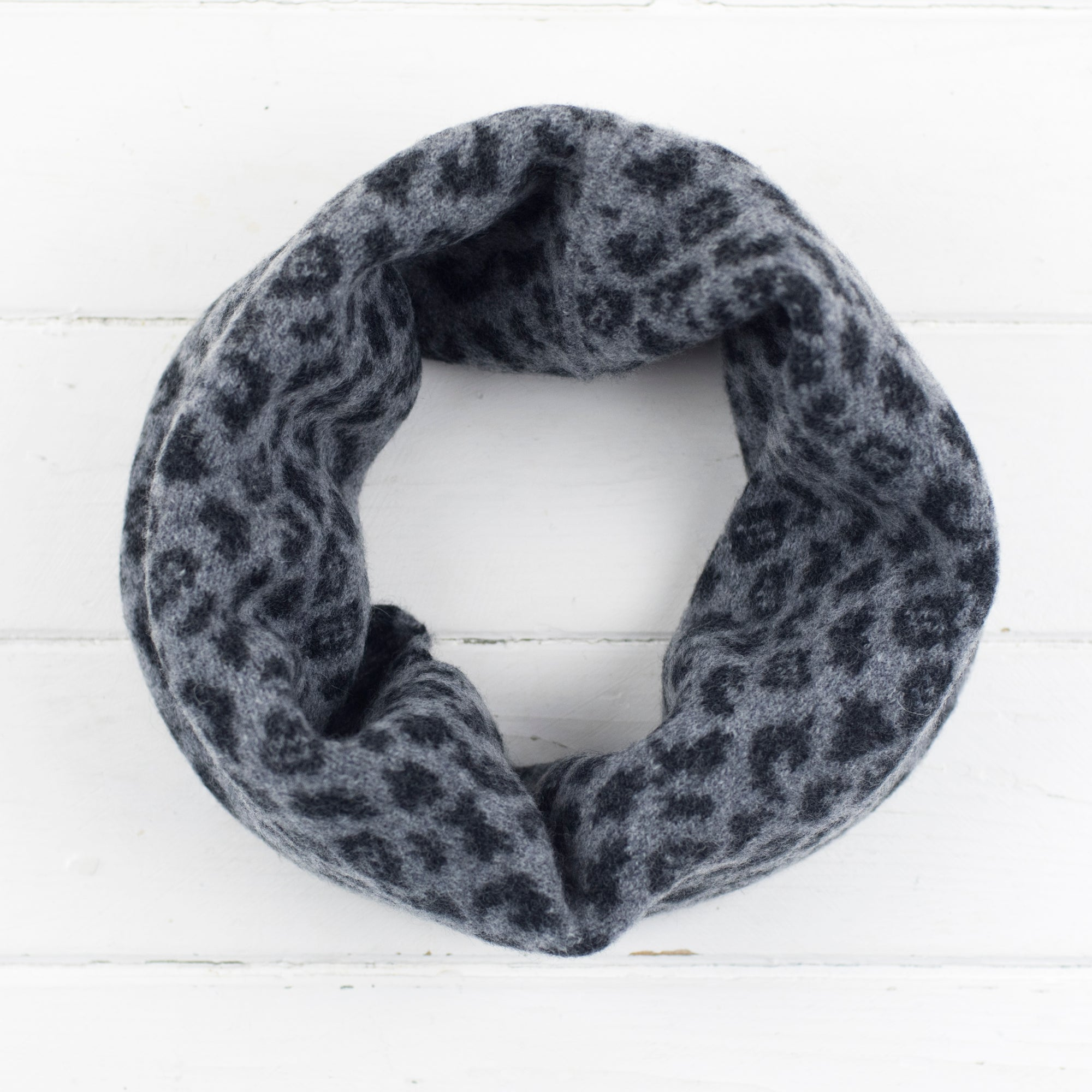 Leopard snood / cowl - grey