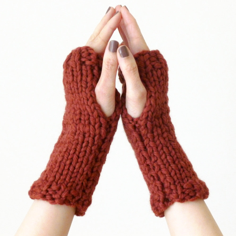 Knitting pattern - fingerless mitts