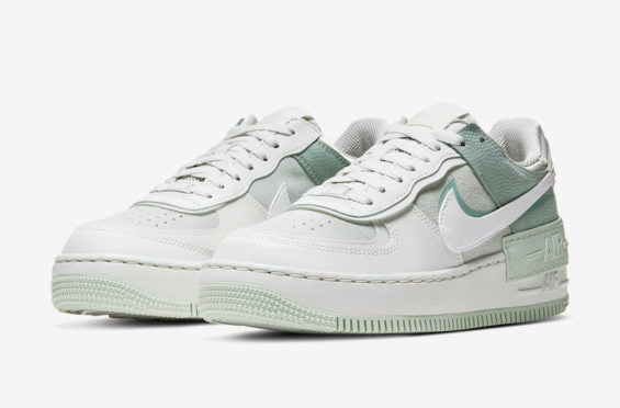 Nike Air Force 1 Shadow Summir White Team Orange Chapo Boys Featuring a spruce aura, white and pistachio frost color combination. nike air force 1 shadow summir white