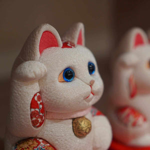 [Beckoning (Lucky) Cat] Maneki Neko Feng Shui (White) Innocent Relax | Edo Art Dolls