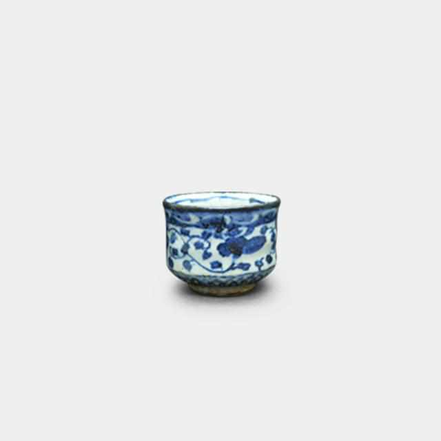 [Sake Cup] Dyed Peony Arabesque Guinomi | Pottery and Porcelain