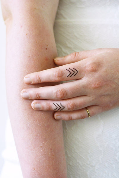 Small arrow finger tattoo (4 pieces) - a temporary tattoo by Tattoorary