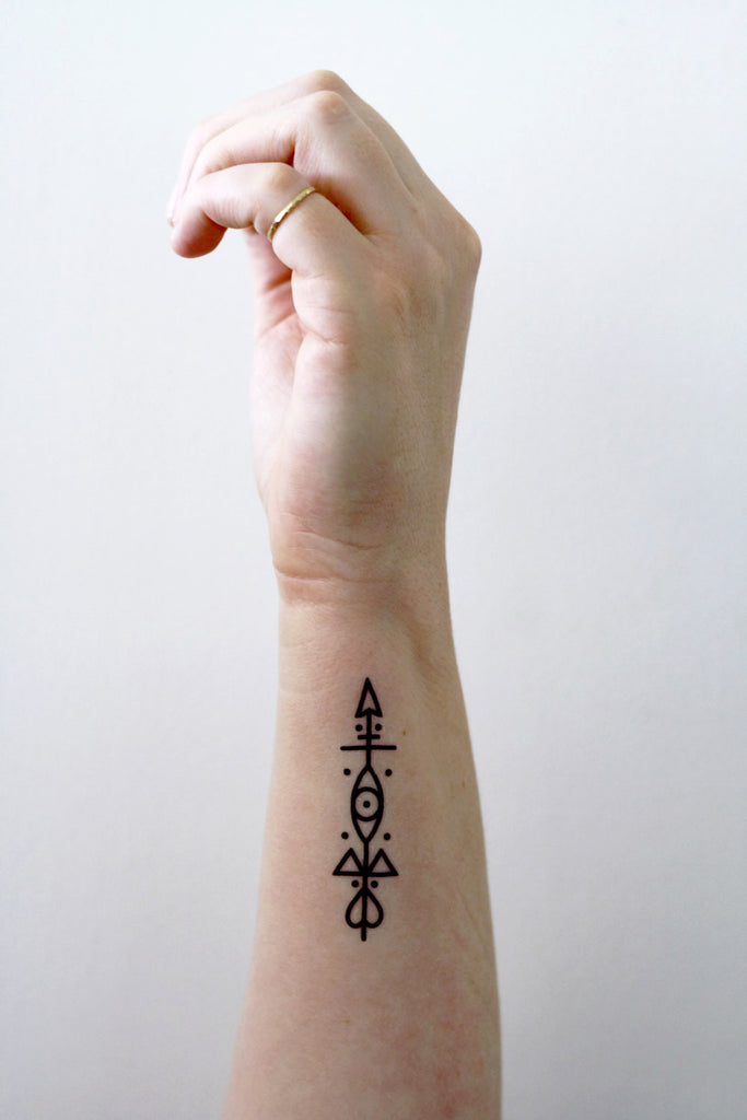 Small arrow temporary tattoo - a temporary tattoo by Tattoorary