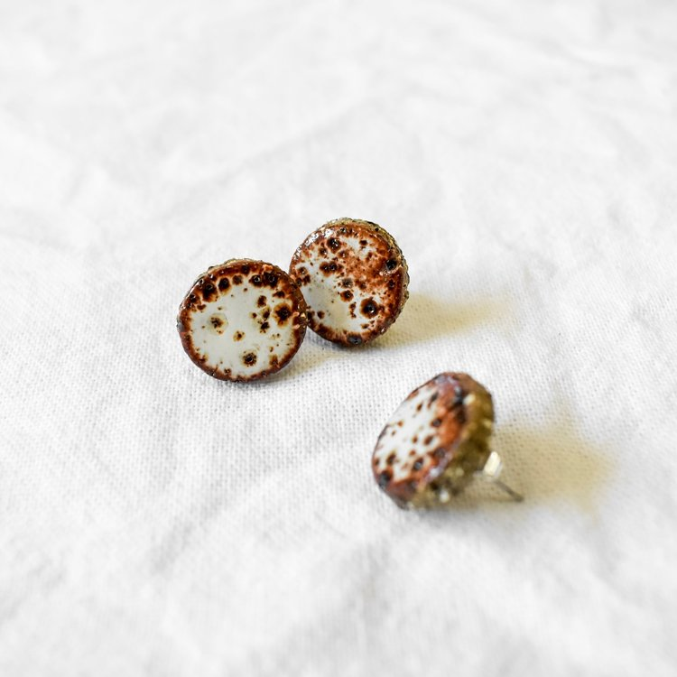 Earthy Red Studs