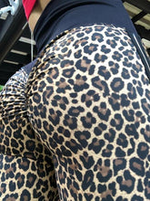 Load image into Gallery viewer, Leopard stripe Yoga Pants