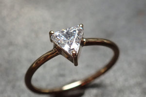 RING 14 k GOLD 0.8 CT TRIANGLE SOLITARY