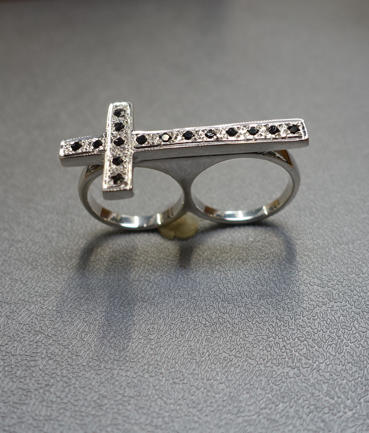 RING SILVER BLACK DIAMONDS CROSS TWO FINGERS