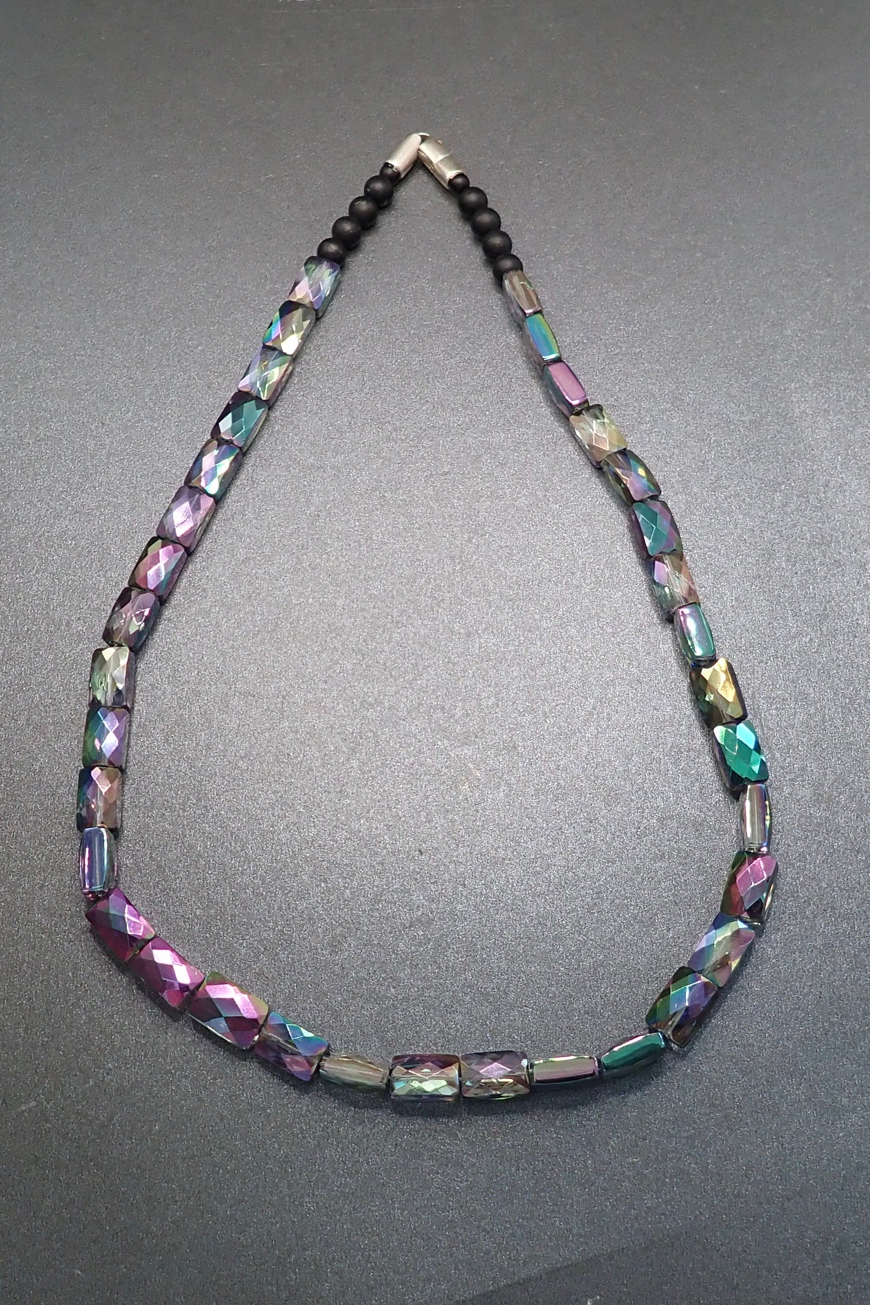 SHORT WONDER CRYSTAL NECKLACE