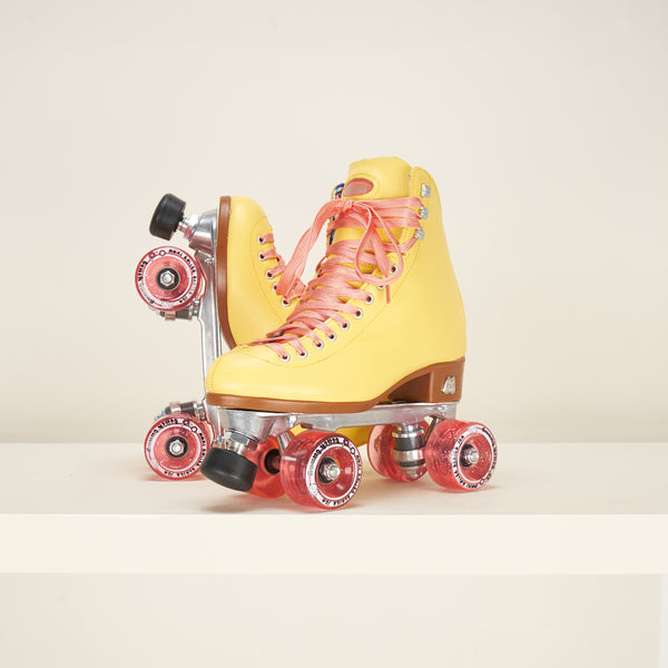 Moxi Beach Bunny Strawberry / Lemon Rollerskates