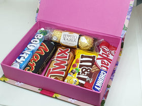 Valentines Special Mix Chocolate Gift Hamper (Imported)