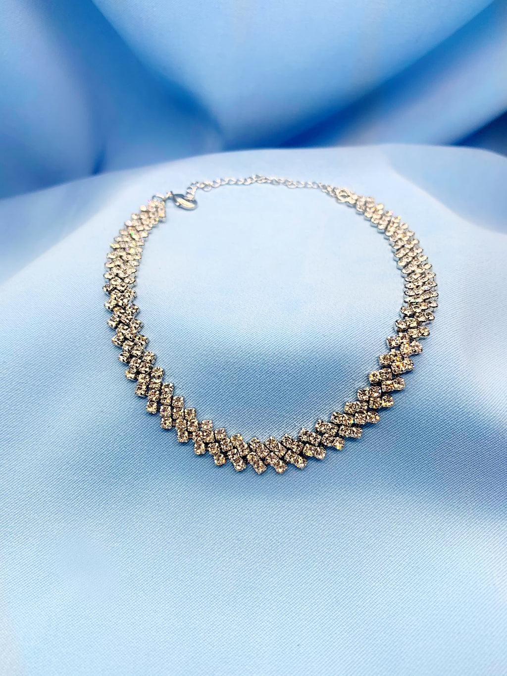 Rhinestone silver loose choker necklace