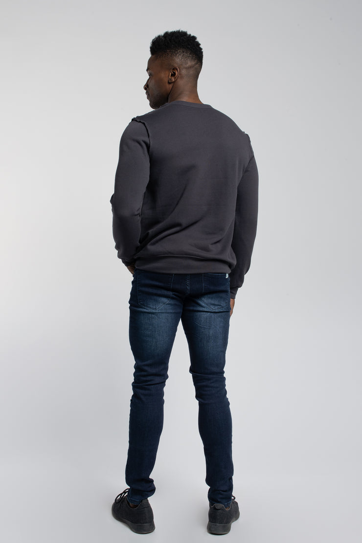 Crucial Pullover in Dark Grey - image no.3