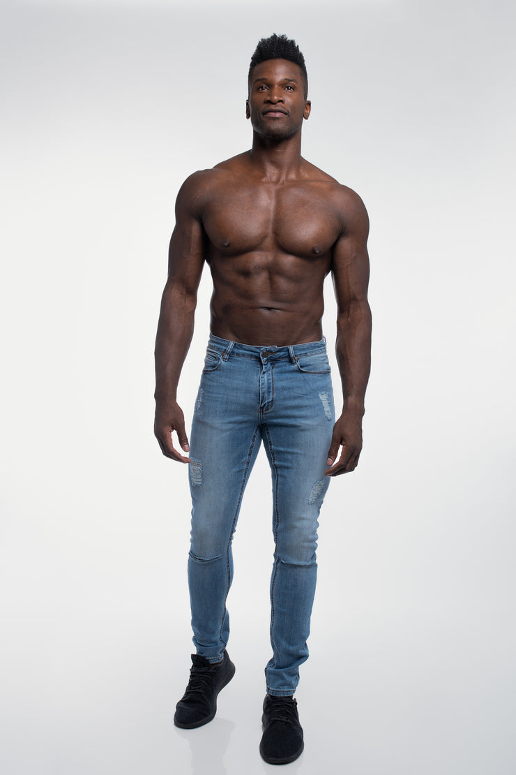Slim Athletic Fit in Destroyed Light Distressed - image no.4
