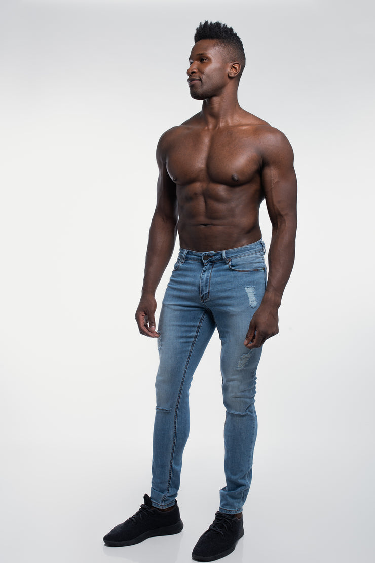 Slim Athletic Fit in Destroyed Light Distressed - image no.2