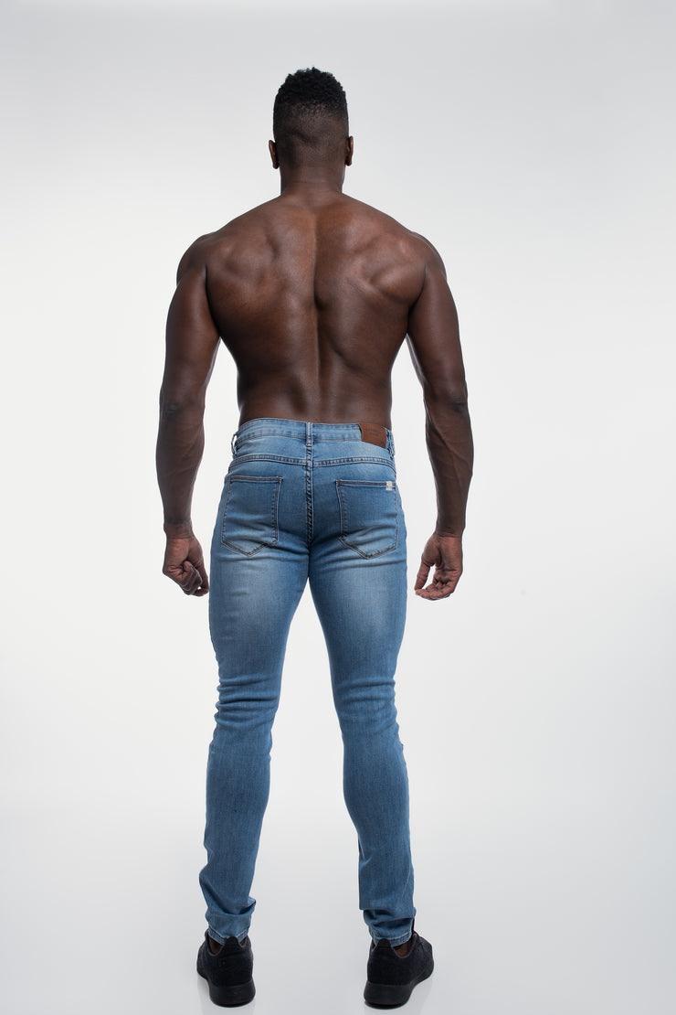 Slim Athletic Fit in Destroyed Light Distressed - image no.3