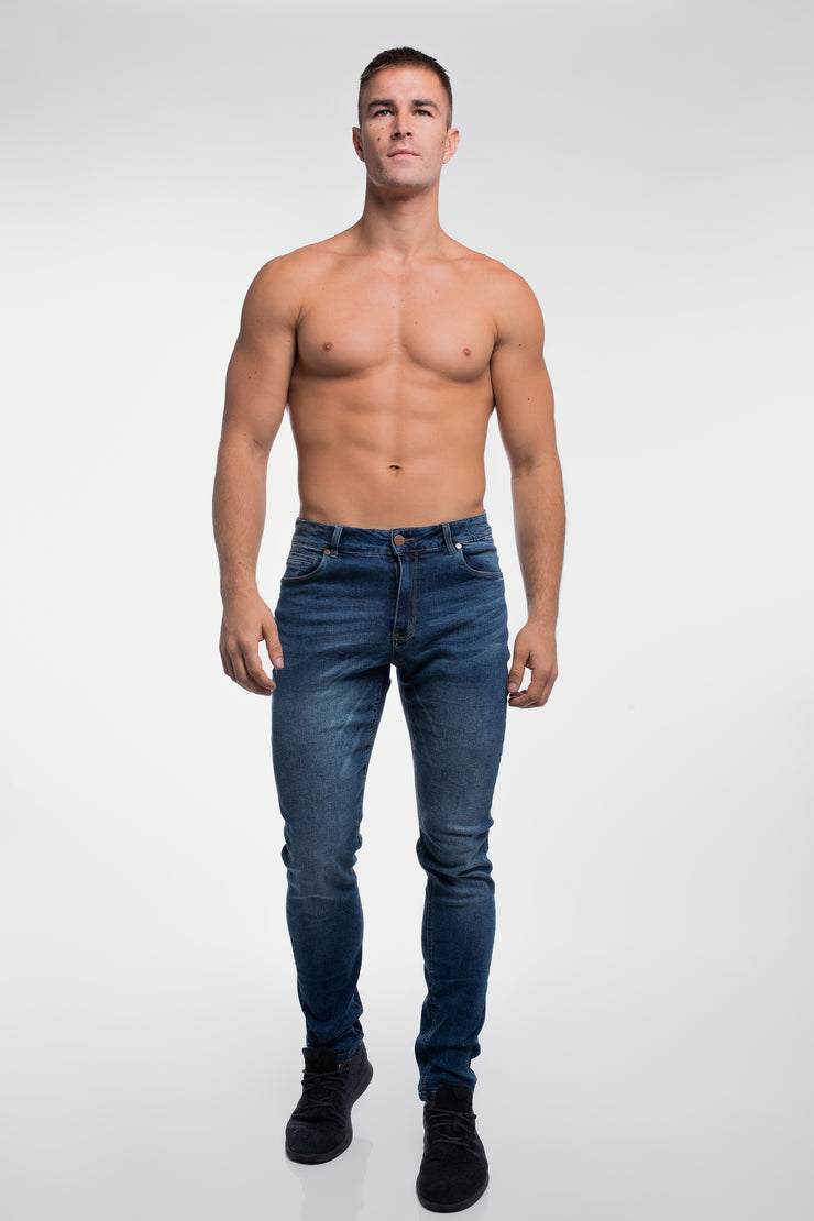 Slim Athletic Fit in Medium Distressed - image no.2