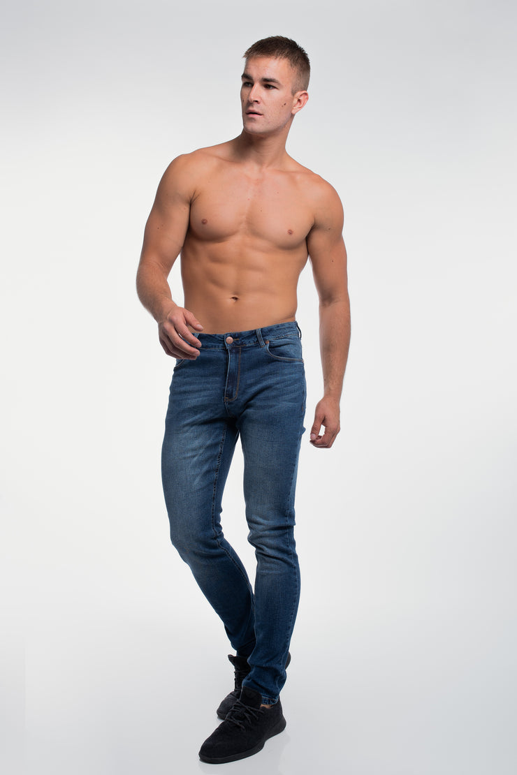 Slim Athletic Fit in Medium Distressed - image no.4