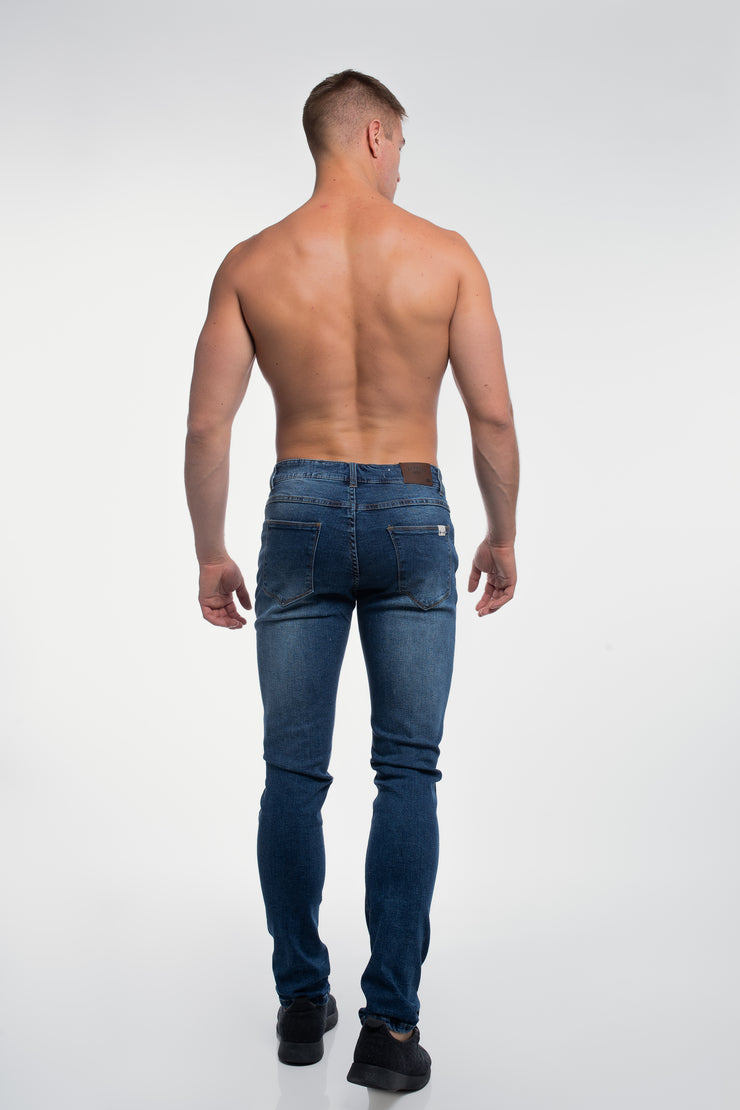 Slim Athletic Fit in Medium Distressed - image no.3