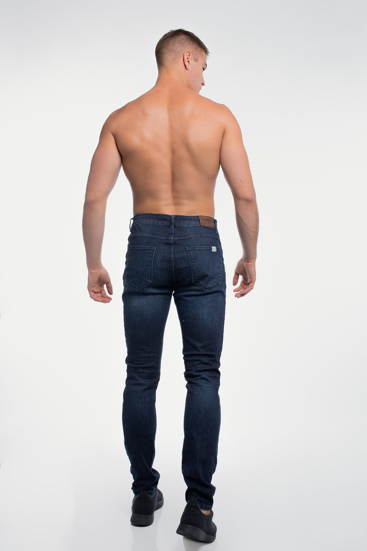 Slim Athletic Fit in Dark Distressed