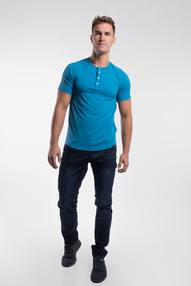 Scout Short Sleeve Henley in Steel - image no.4
