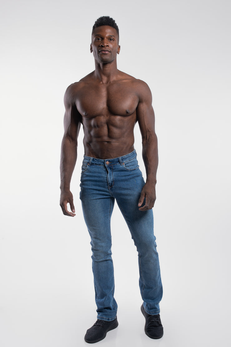 Boot Cut Athletic Fit in Light Wash - image no.4