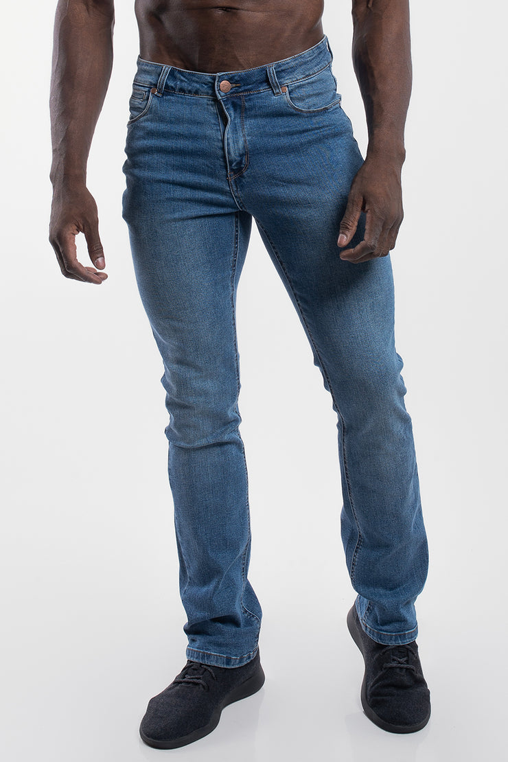 Boot Cut Athletic Fit in Light Wash - image no.1