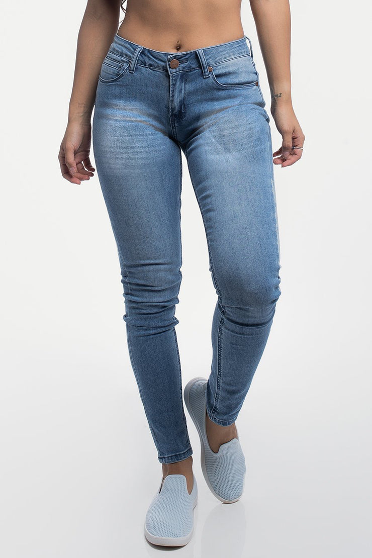 Slim Athletic Fit in Distressed Light Wash - image no.1