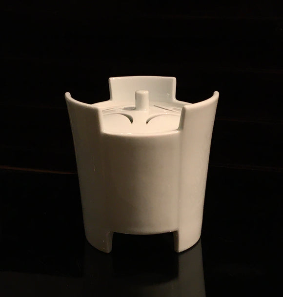 k0414 白磁香炉 井上萬ニ作【 White porcelain insence burner made by Inoue Manji】