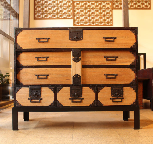 j0752.桐閂錠箪笥  スタンド付き【 PAULOWNIA BAR LOCK CHEST WITH IRON LEGS 】