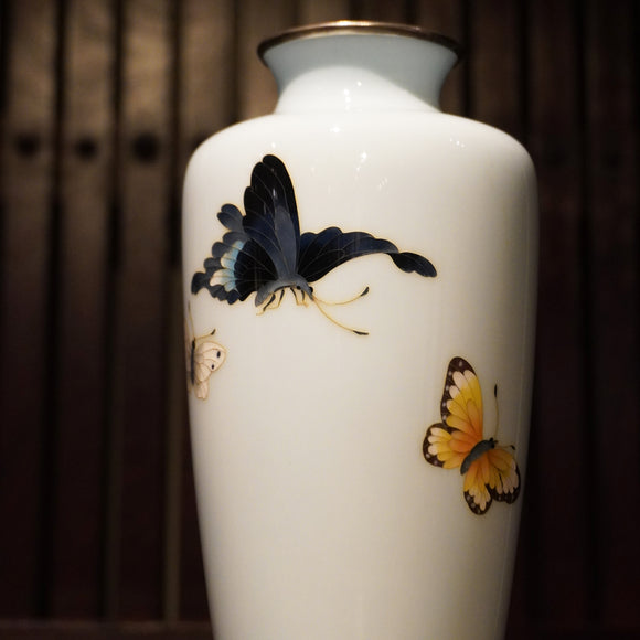 k0420  群蝶図七宝花瓶【Cloisonne flower vase with flying butterflies design】