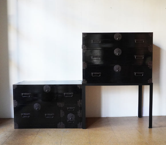 j0896 黒庄内衣裳箪笥(スタンド1台付き)【 Shonai clothing chest with metal stand 】