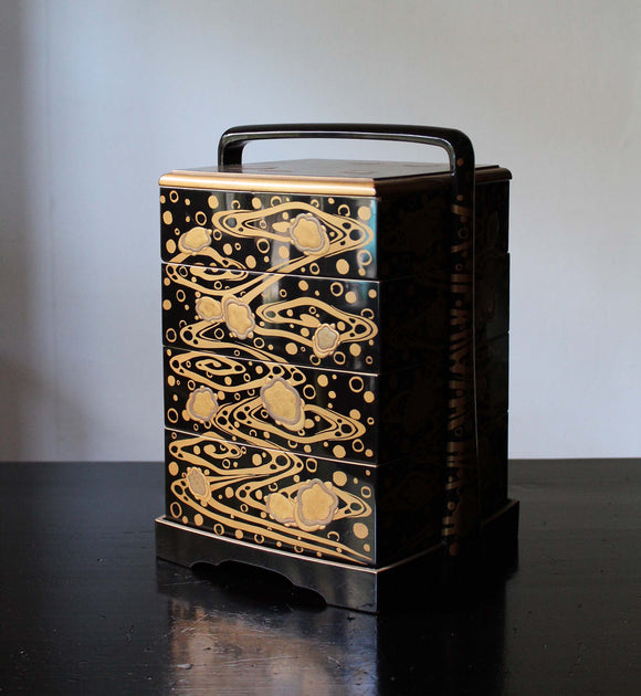 k0409  金蒔絵手付重(亀、流水) 【Gold lacquer banto aset box with turtle design】
