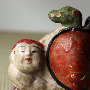 s1422 土人形 童子と蓑亀【 Cray doll of a kid with longevity turtle】