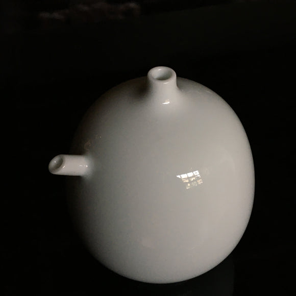 p0293 白磁水滴 井上萬ニ作【 White porcelain water dropper by Inoue Manji】
