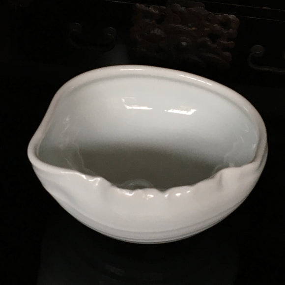 p0294  片口鉢 六代中村東洸作【 White porcelain sake container】