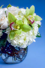 Load image into Gallery viewer, Mixed Whites Roses and Orchids Fishbowl