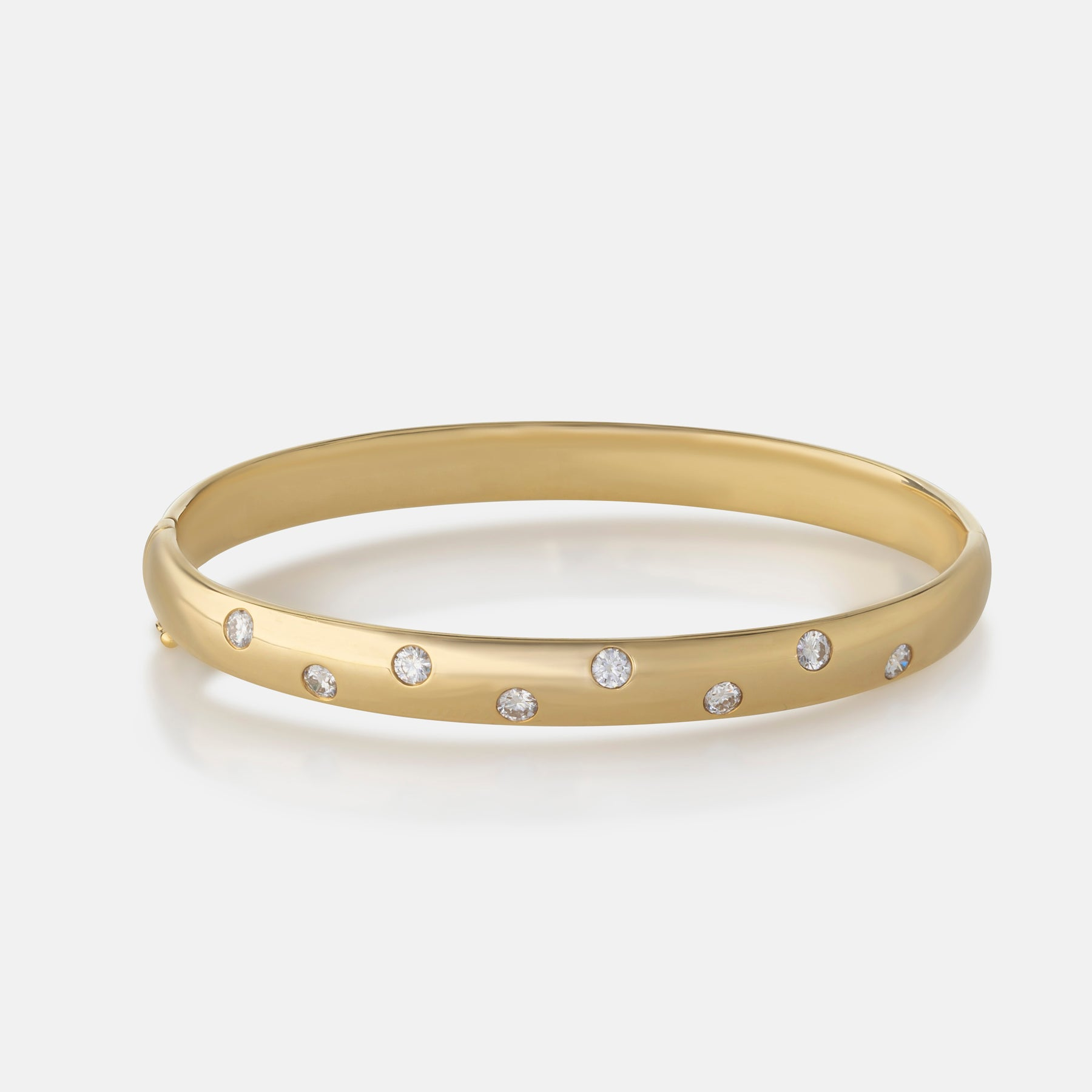 Round Brilliant Diamond,<br> 18ct Yellow Gold Bangle