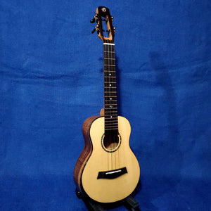 Flight Concert Voyager CEQ All Solid Spruce Top / Acacia Back & Sides A/E Cutaway Ukulele w/ Bag i147