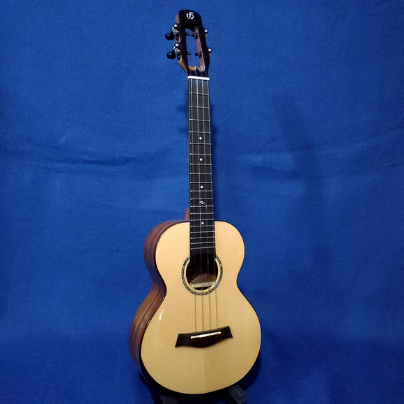Flight Tenor Voyager TEQ All Solid Spruce Top / Acacia Back & Sides A/E Ukulele w/ Bag i175