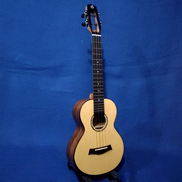 Flight Tenor Voyager TEQ All Solid Spruce Top / Acacia Back & Sides A/E Ukulele w/ Bag i176