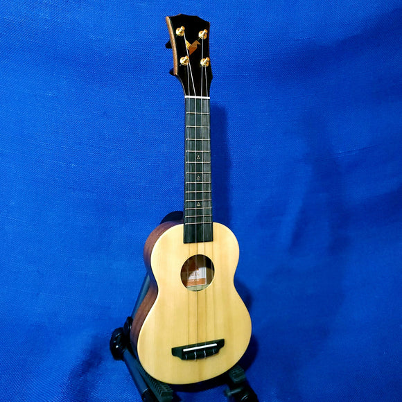 The Rebel Soprano Slimline Cheesecake All Solid Spruce / Mahogany Ukulele w/ Bag U219