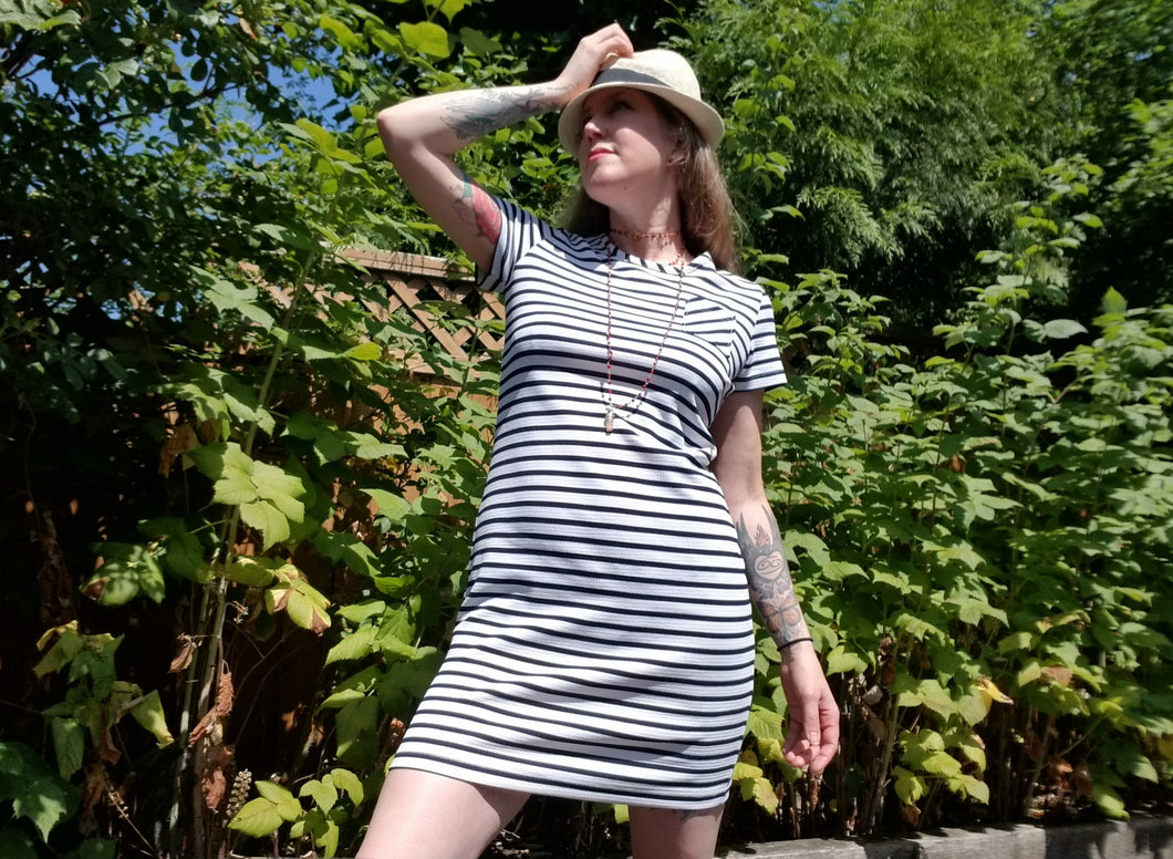 SHORT SLEEVE SHIFT DRESS | Midnight Blue + White Striped Knit | Size S/6