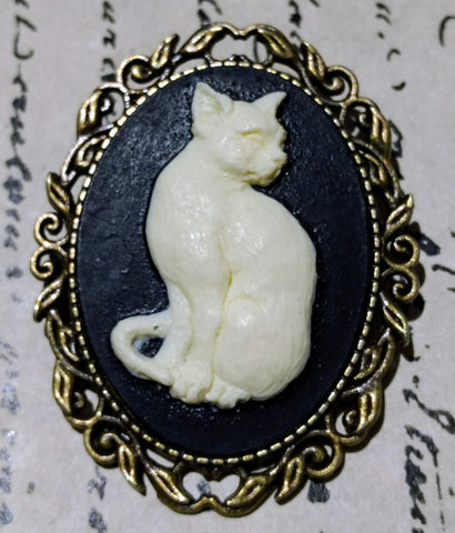 Cat Cameo Brooch