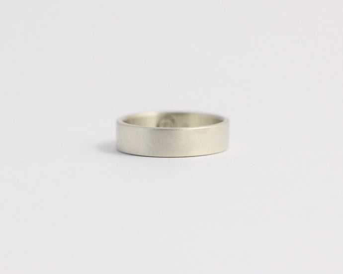 Ethical White Beach Gold Band - Medium, [product_type} - Ash Hilton Jewellery