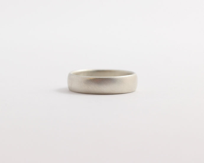 Rounded Ethical White Beach Gold Band - Medium, [product_type} - Ash Hilton Jewellery